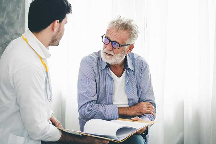 A patient consulting to doctor